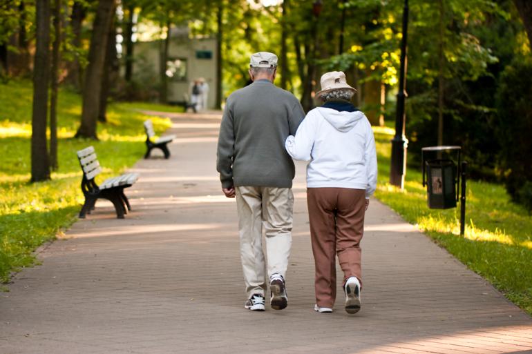 Resultado de imagem para caminhar dos idosos